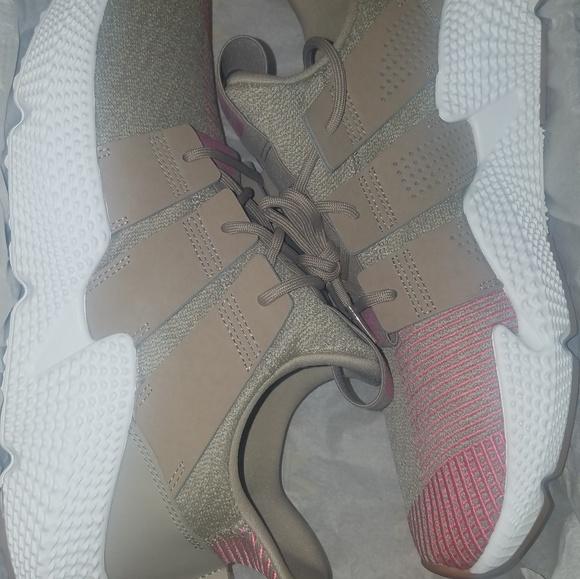 23da895584ddde Mens Size 10.5 Adidas (Prophere) shoes